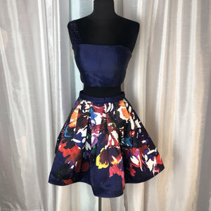 ELLIE WILDE Short Indigo And Floral Two Piece Size 2