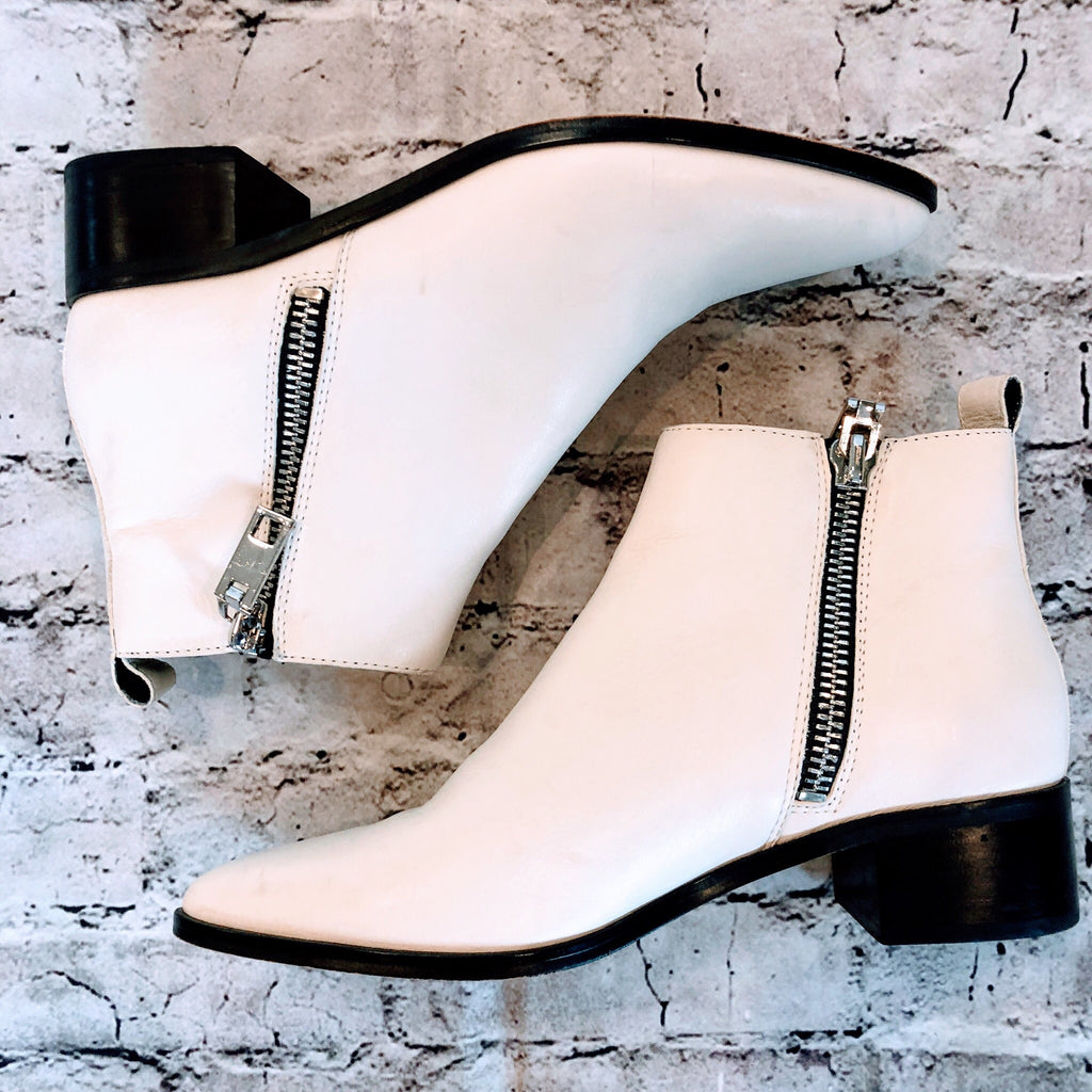 DOLCE VITA  MARRA DOUBLE ZIPPER POINTY SIZE 8.5 WHITE BOOTIES
