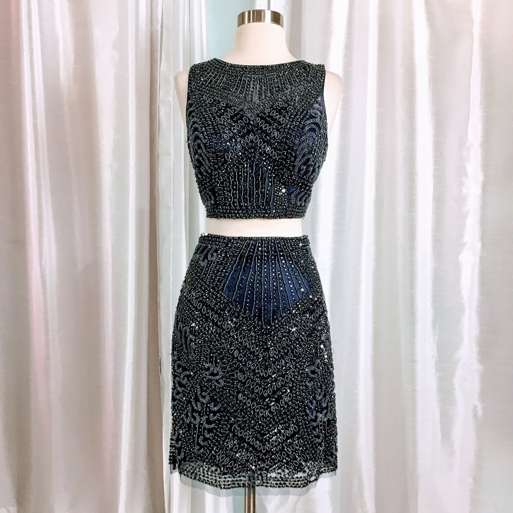 SHERRI HILL SHORT NAVY TWO PIECE SIZE 4