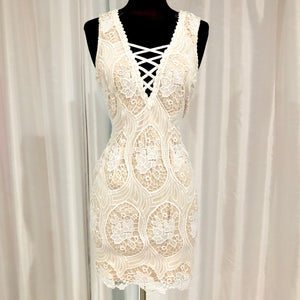 BOUTIQUE Short Nude & White Dress Size M NWT