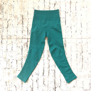 LULULEMON Turquoise High Waisted Cropped Leggings Size 4