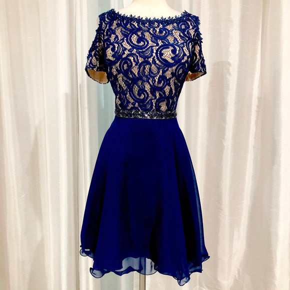 BOUTIQUE Short Navy & Nude Gown Size 16