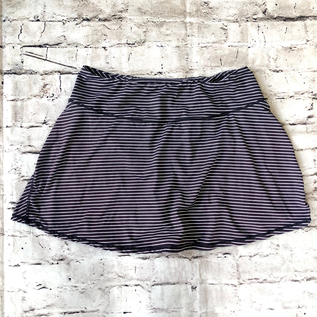 LULULEMON Black & Grey Striped Skort Size 8