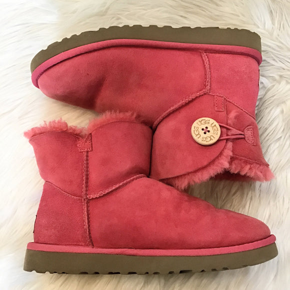 UGG PINK BAILEY BUTTON SIZE 7