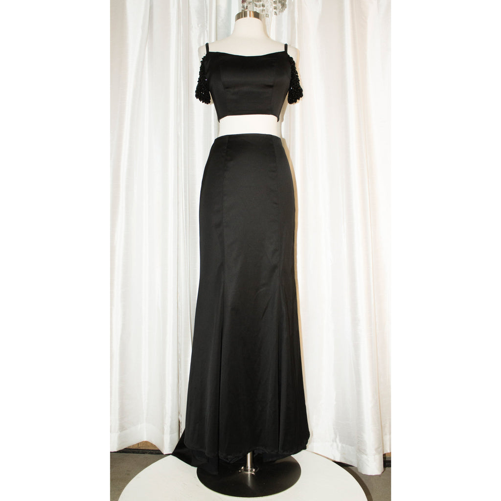 SHERRI HILL Black Mermaid Satin Two Piece Size 0 Style 51797