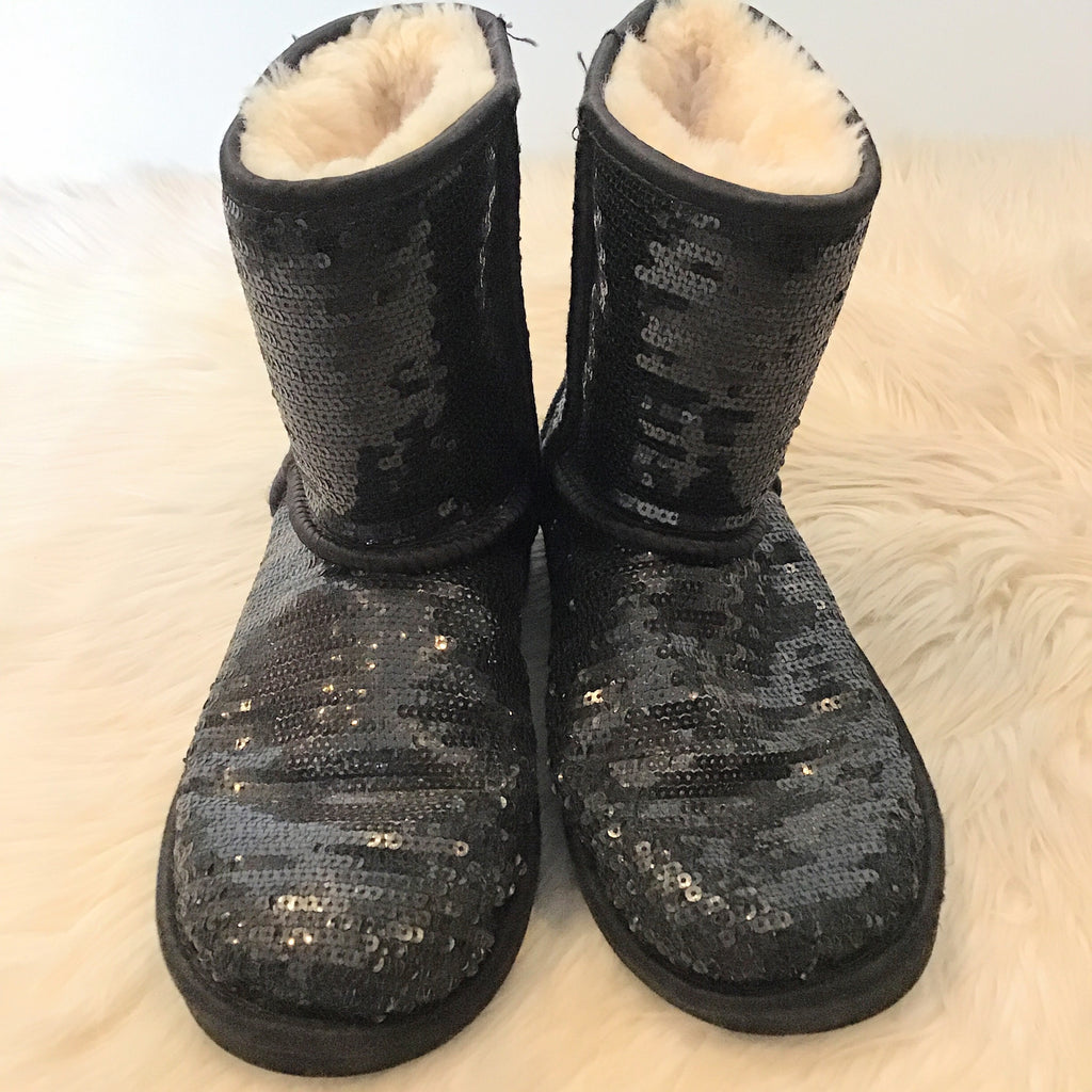 UGGS SHORT CLASSIC SEQUINED SIZE 4 Kids BOOTS (Size 6 Ladies )
