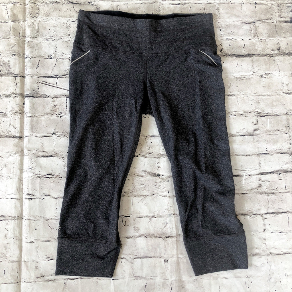 ATHLETA Charcoal Gray Dobby Action Crop Size M