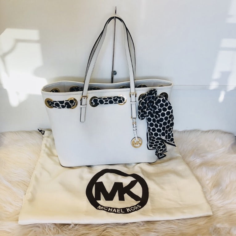 MICHAEL KORS JET SET TOTE WITH SCARF