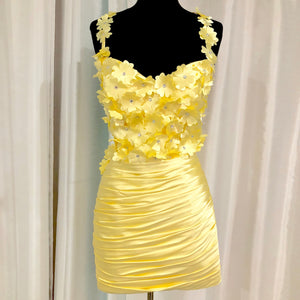 BOUTIQUE Short Pale Yellow Form Fitting Gown Size 6 NWOT