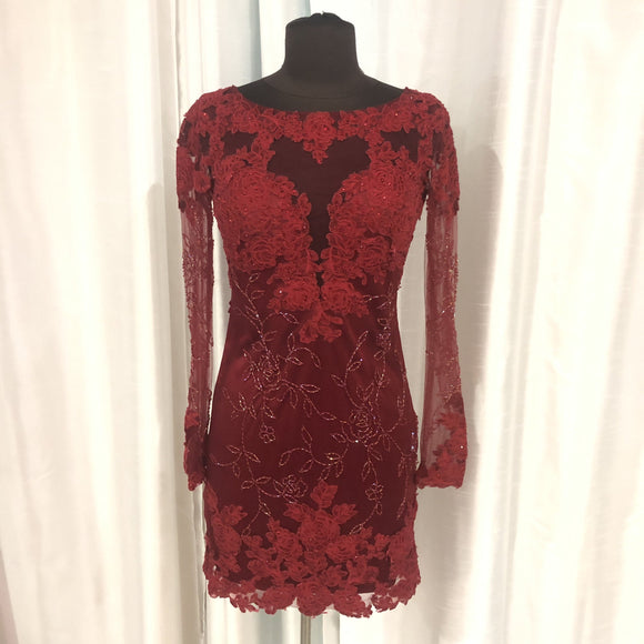 DAVE & JOHNNY Short Red Long Sleeve Gown Size 3/4