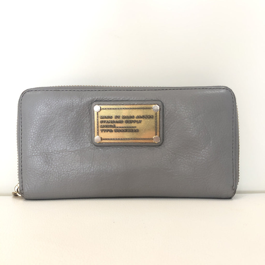 MARC By MARC JACOBS Cement Gray Vertical Zippy Wallet
