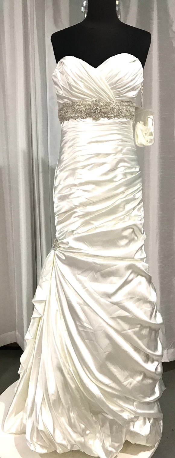 MAGGIE SOTERO NWT Wedding Gown With Beaded Waist Belt Size 8