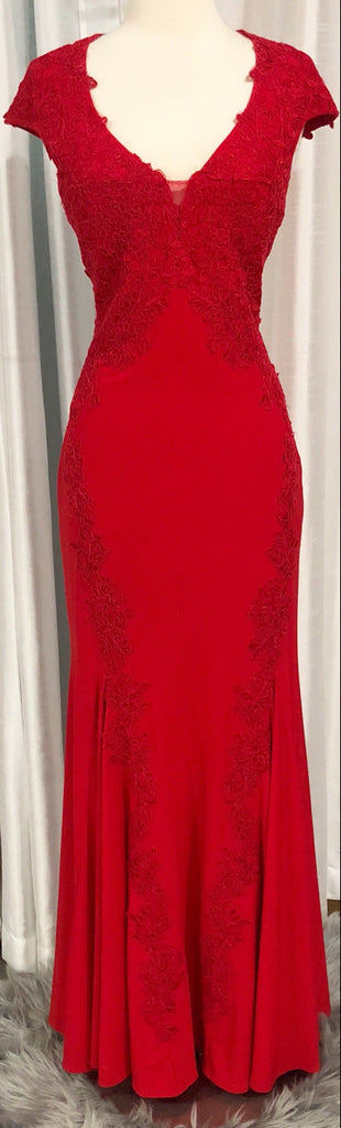 BETSY & ADAM Long Red Cap Sleeve Gown Size 10