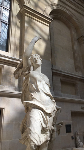 a sculpture of a woman at the louvre