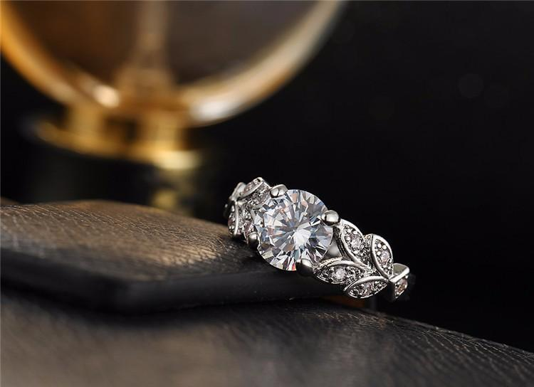 1.5Crt Stimulated American Diamond Leaf Fashion Engagement Ring