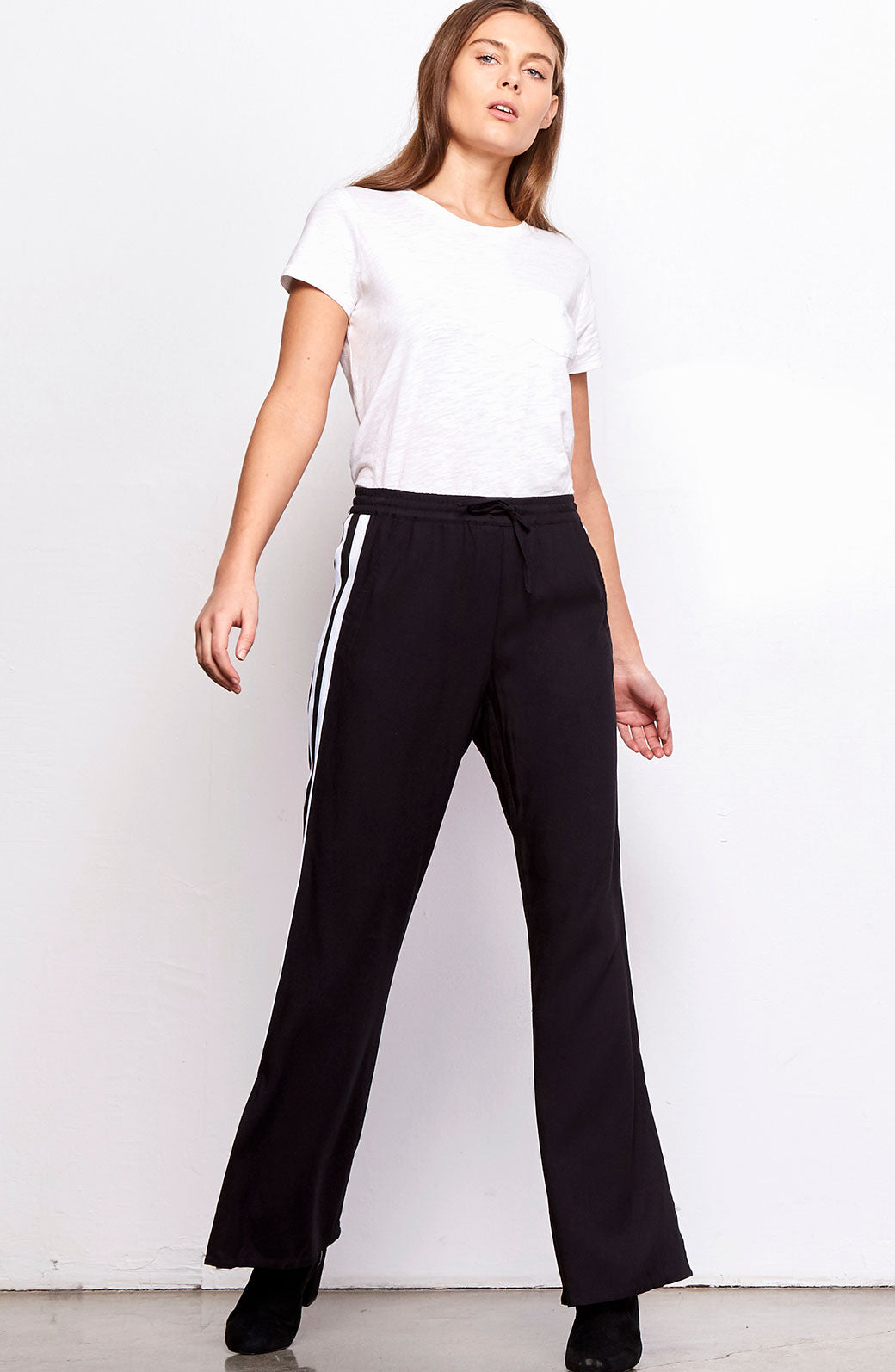 Baylee Track Pant In Black. Baylee Piste Pantalon En Noir. - Size S (also In L,xs) Bb Dakota - Taille S (également En L, Xs) Bb Dakota