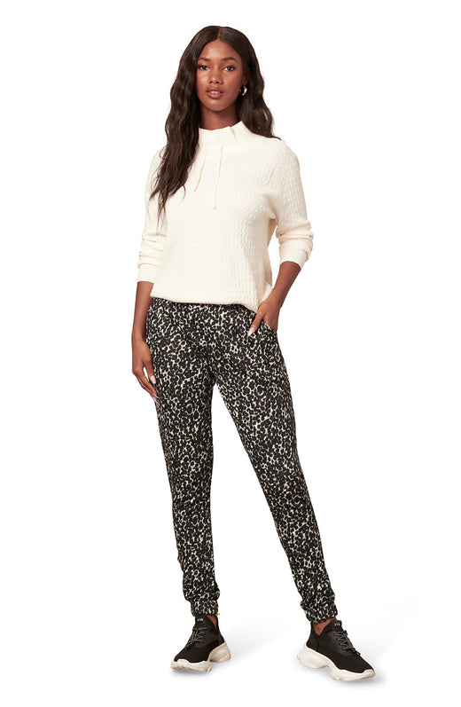black and white leopard spot printed jogger sweatpant with pockets.