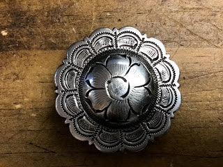 1 1/2 IN ANTIQUE SILVER FLORAL CONCHO