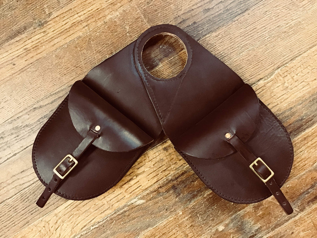 LEATHER TWO POCKET BUCKLED HORNBAG