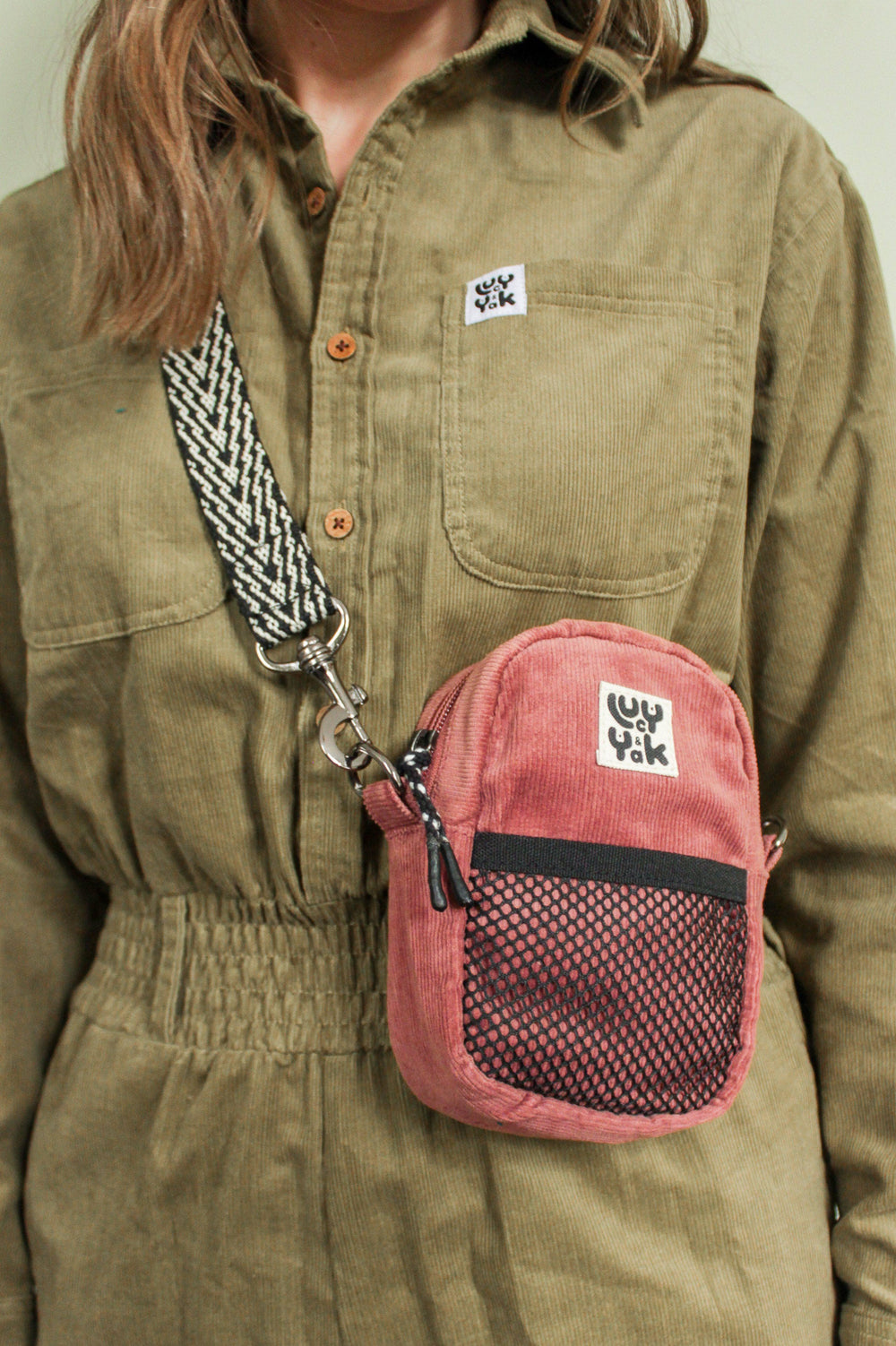 Lucy & Yak Bag 'Brady' Mini Cross Body Pouch Bag in Ash Pink Corduroy