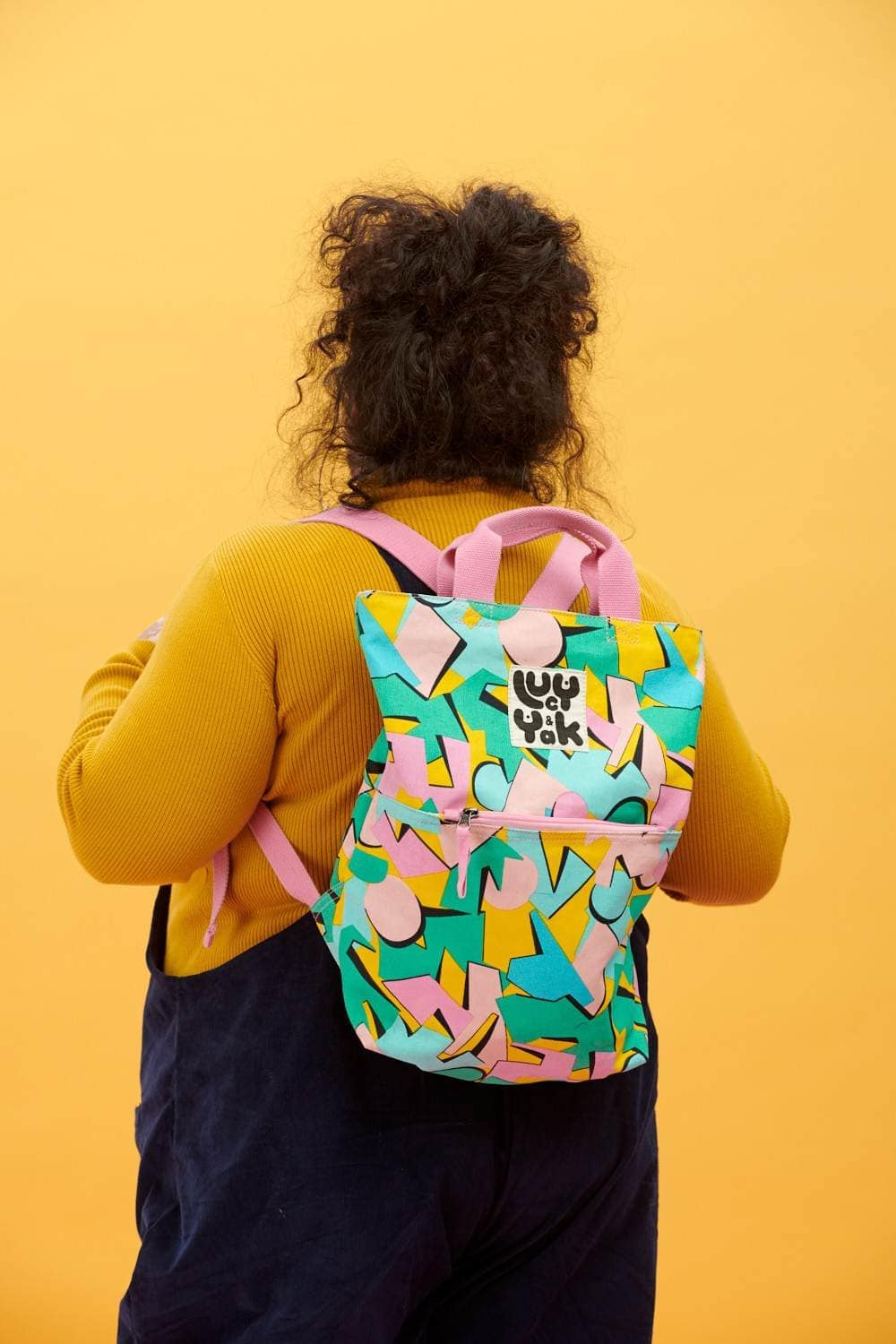 Lucy & Yak Bag Dylan Organic Cotton Canvas Backpack in 'Kit' 80's Abstract Print