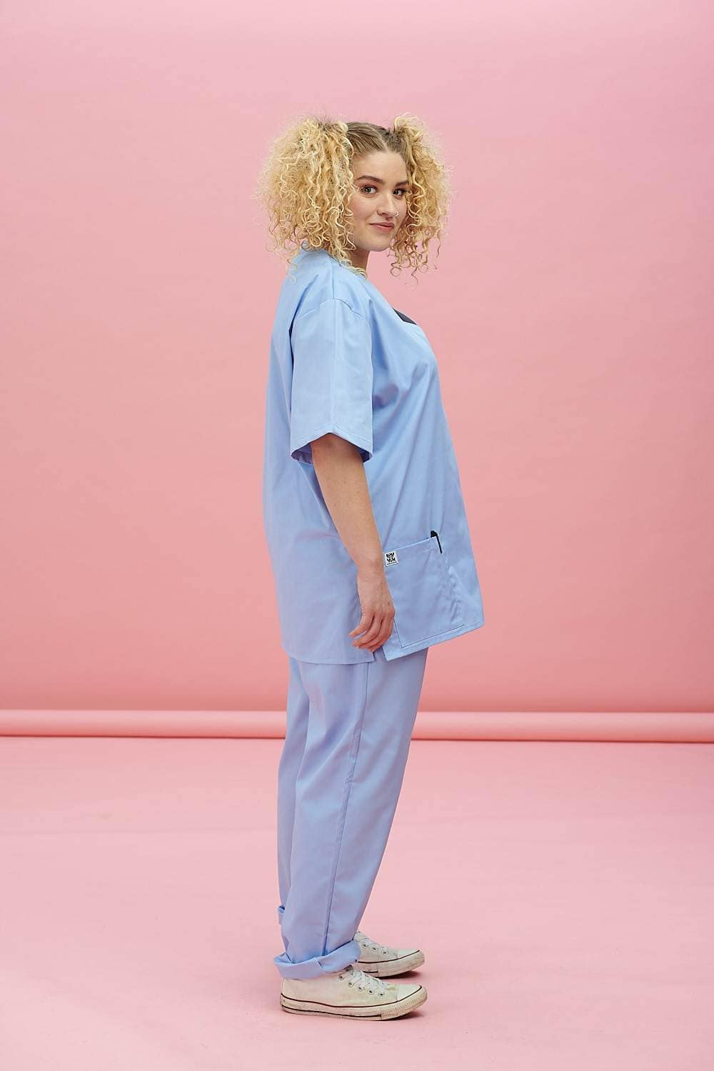 Lucy & Yak Tops Made In Britain Scrubs Top In Sky Blue