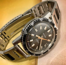 GROOVY~LATE 60s WALTHAM SKIN-DIVER~SERVICED