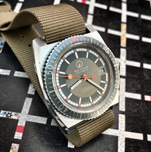 MINTY~1970s AQUADIVE AUTOMATIC WITH BOX AND PAPERS~SERVICED
