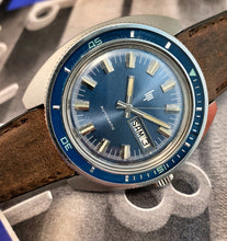 BOLD~EARLY 70s FRENCH LIP AUTOMATIC DIVER WITH BAKELITE BEZEL