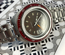 BLOOD RED~1969 UNIVERSAL GENEVE UNISONIC SUB DIVER