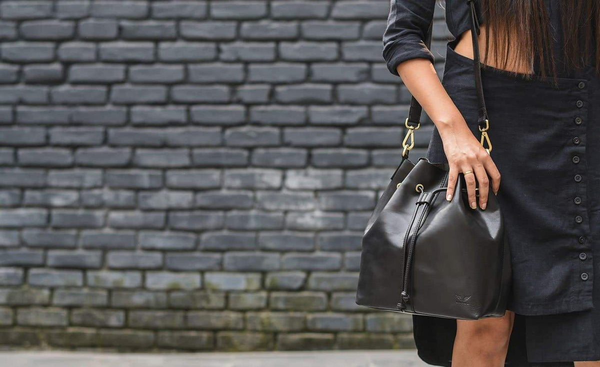 Andrea - Leather Bucket Bag - Midnight Black - Divino Leather Goods