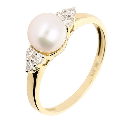 Amore Yellow Gold Pearl Ring With A Cluster of Diamonds