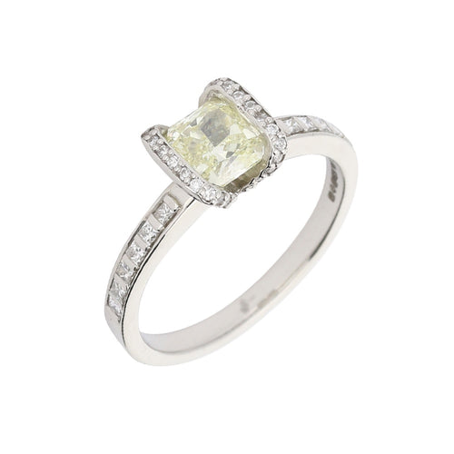 Platinum yellow 0.94ct Diamond with Diamond shoulders SI1