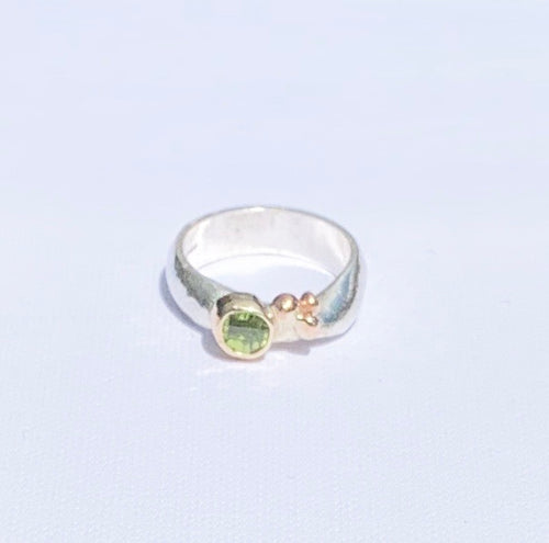 Sally Ratcliffe Silver and gold peridot pebbles ring