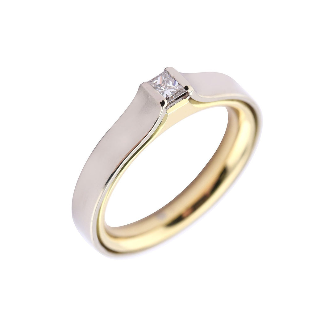 Rock Lobster Jewellery Ring 18ct white gold diamond ring with a yellow gold inner band