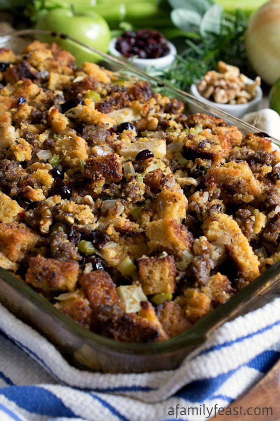 Easy Cornbread and Sausage Thanksgiving Dressing