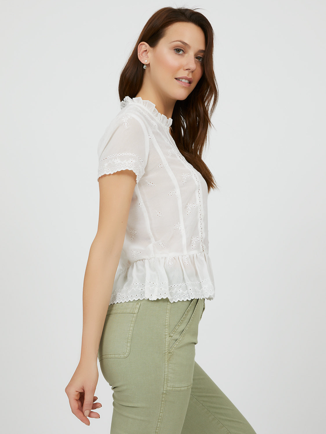 Blouse en crochet à volants et broderies