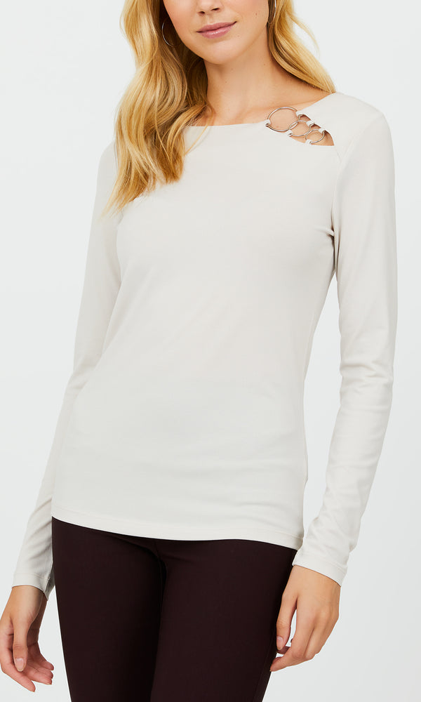 3 O-Ring Crepe Knit Top