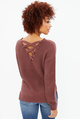 Pull dos à lacets