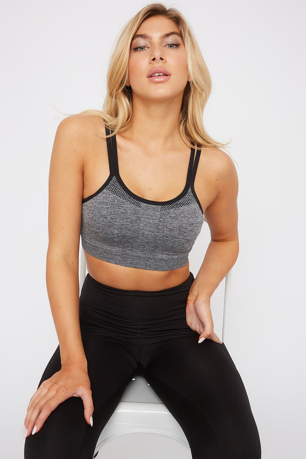 Seamless Keyhole Back Sports Bra Black with White