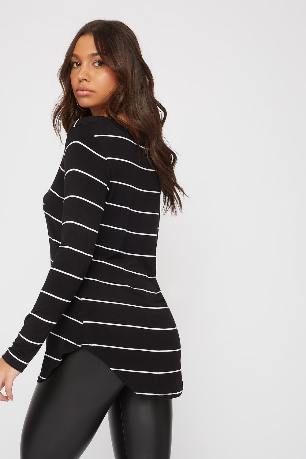 V-Neck Long Sleeve Black with White