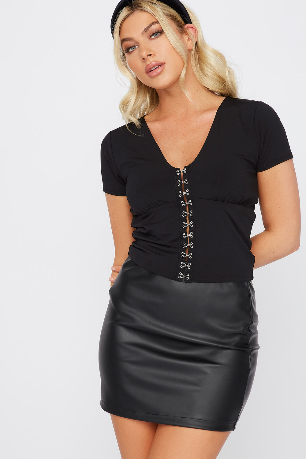 V-Neck Hook And Eye Short Sleeve Top Black