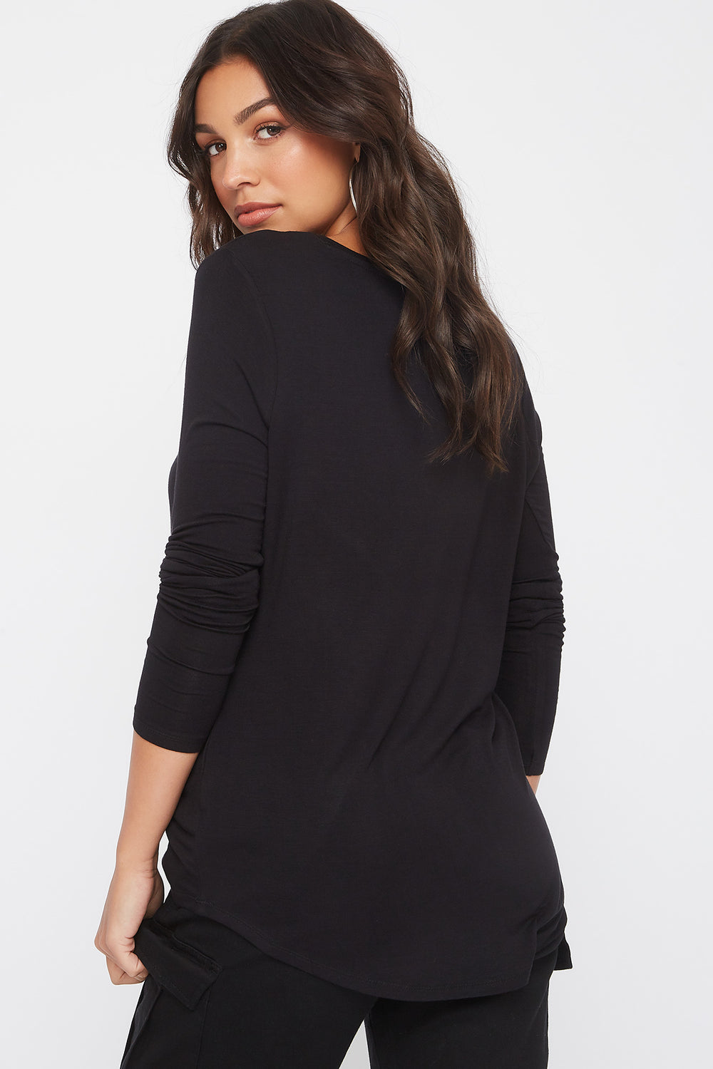 Curve Hem V-Neck Long Sleeve Black