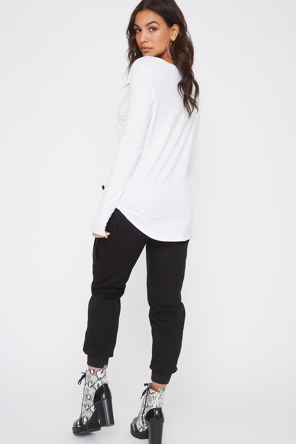 Curve Hem V-Neck Long Sleeve White