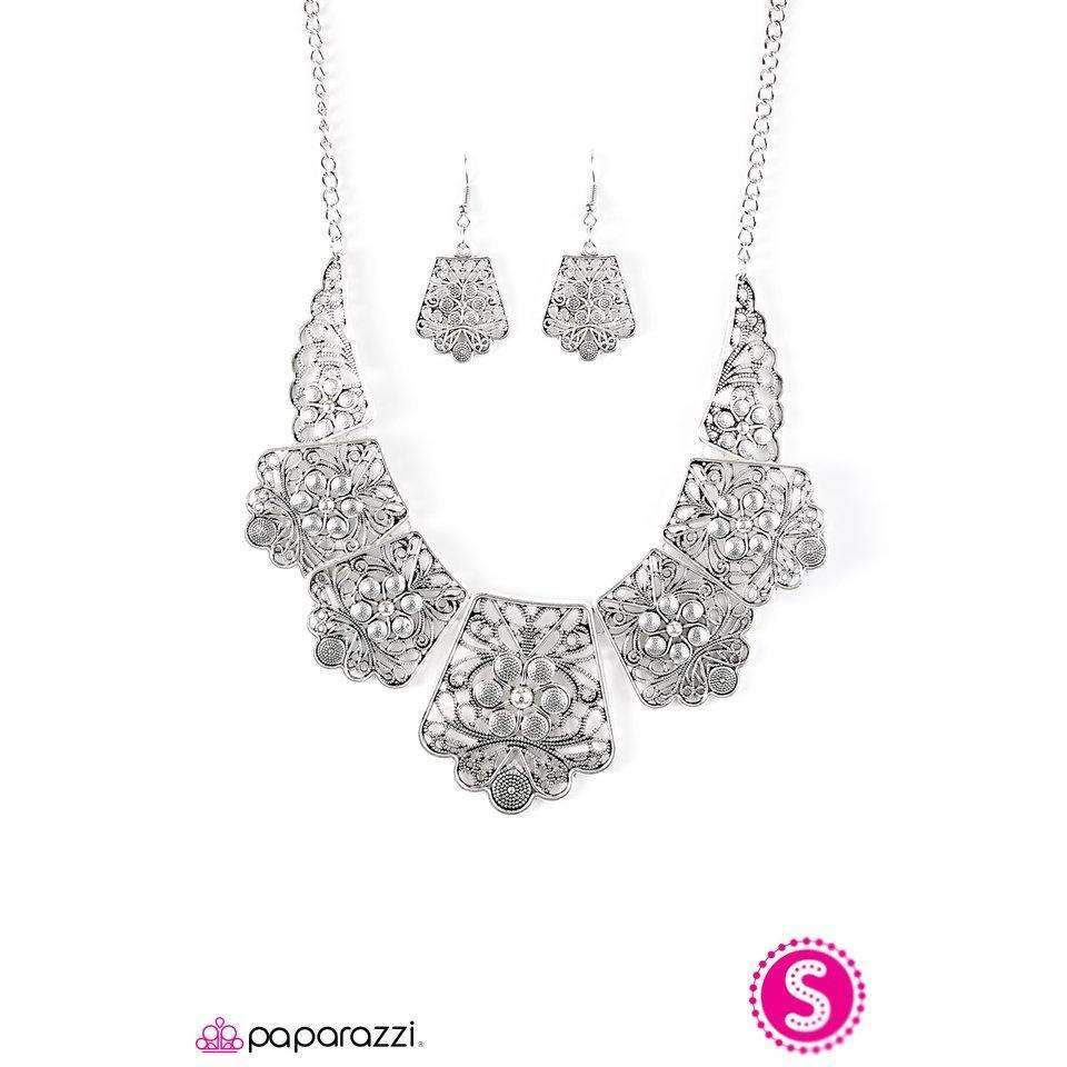 Paparazzi Native Nature Silver Floral Collar Necklace & Earrings Set