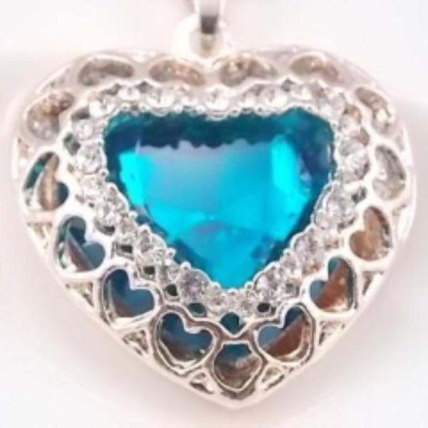 Betsey Johnson Blue Crystal Heart Ornate Gold Pendant Necklace