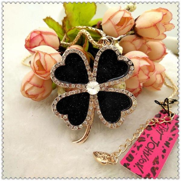 Betsey Johnson Black Enamel 4 Leaf Clover Crystal Pendant Gold Necklace
