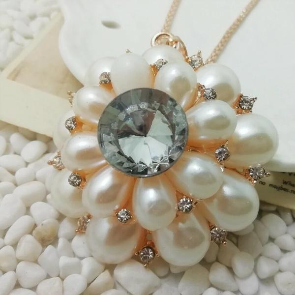 Betsey Johnson Faux Pearl Flower Pendant Necklace