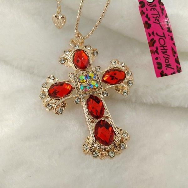 BETSEY JOHNSON RED ORNATE CROSS GOLD PENDANT NECKLACE