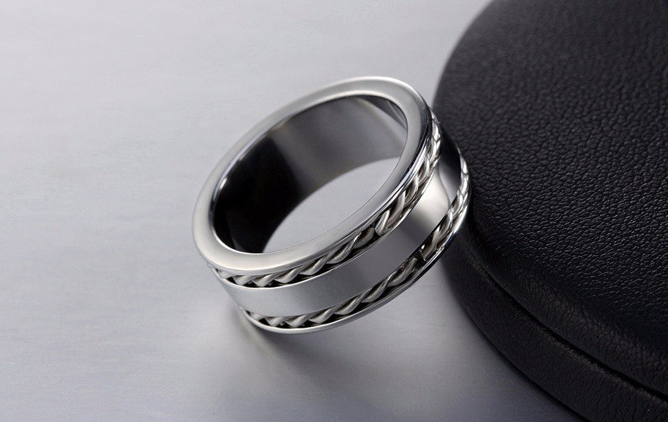 2 lines twisted band ring